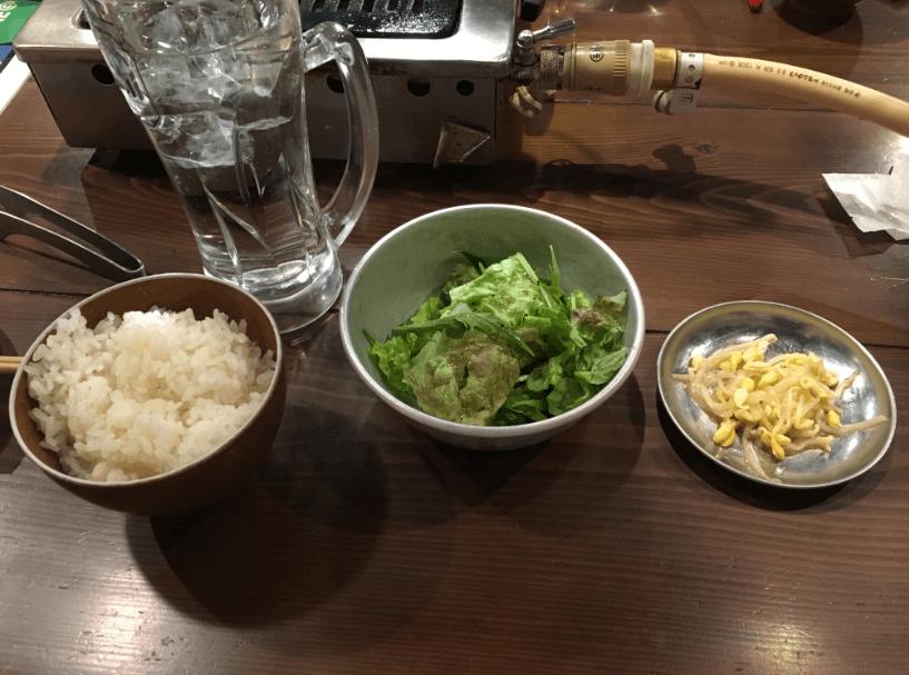焼肉ホルモンBEBU屋大崎店 ご飯、サラダ、もやし